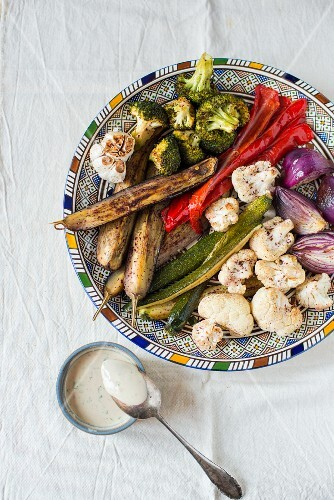 Barbecued vegetables with a dip made of tahini and sumak (view from above)