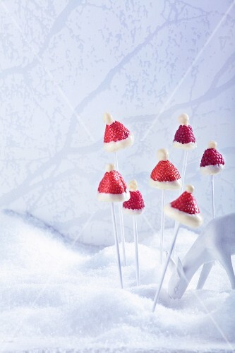 Strawberries and raspberries with white chocolate at Christmas