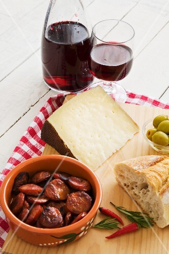 Manchego, chorizo, bread, olives and red wine (Spain)
