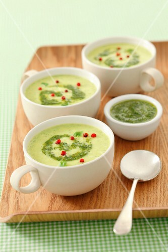 Cream of courgette soup with pesto