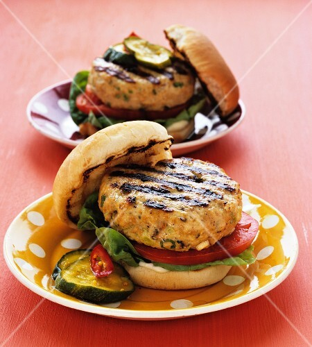 Grilled turkey burgers in buns