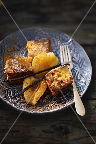French toast with turmeric pears