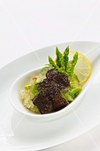 Tapioca with Thai-style asparagus and black truffle