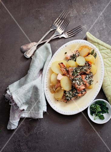 Potatoes with salmon and a parsley sauce