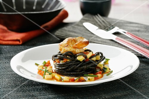Black spaghetti with scallops, vegetables and sobrasada
