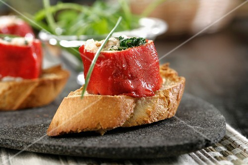 Canape pretty with piquillo peppers buy images stockfood for Canape dictionary