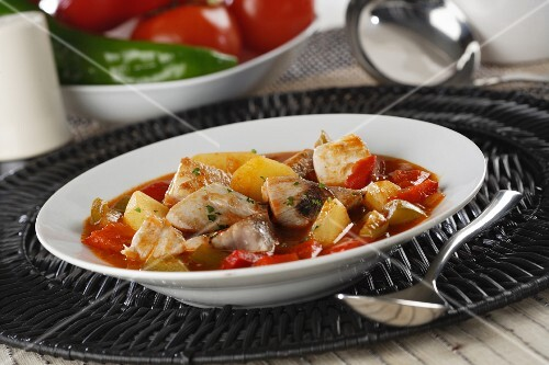 Marmitako (fish soup with potatoes, peppers and tomatoes)