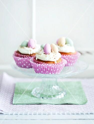cupcakes zu ostern bild kaufen 11221119 stockfood. Black Bedroom Furniture Sets. Home Design Ideas