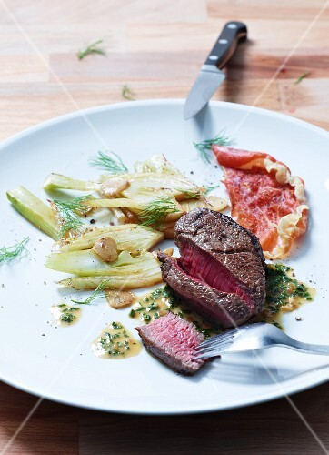 Rump steak with slices of fried fennel