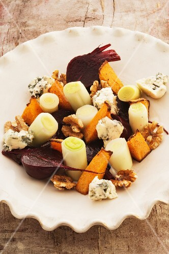 Leek with beetroot, blue cheese and walnuts