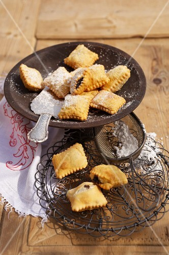 Deep fried pastries with a poppyseed filling