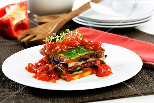 Layered grilled vegetables with tomato sauce