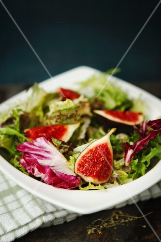 Mixed salad leaves with figs