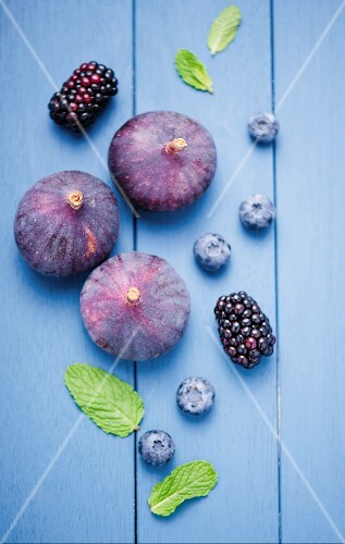 Fresh figs, blackberries and blueberries