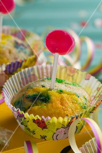 A muffin with green colouring and a lollipop (for a birthday or New Year)