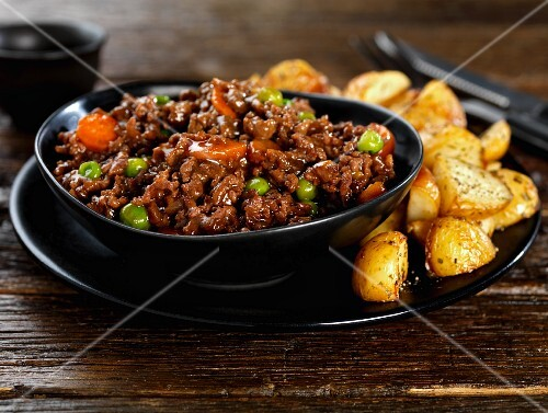 Minced beef with peas, carrots and roast potatoes