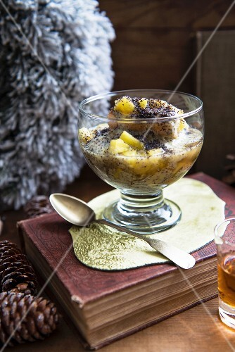 Apple dessert with poppy seeds for Christmas