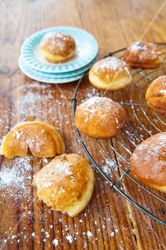 Doughnuts dusted with icing sugar