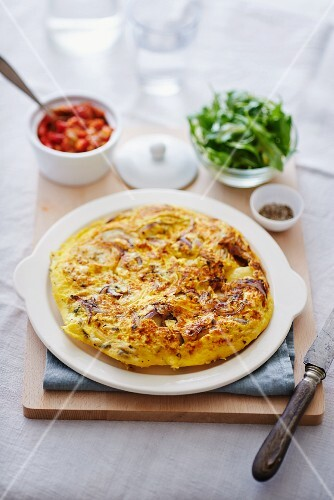 Omelette with onions, rocket and tomato sauce