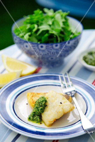 Hake with pesto and a green salad