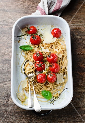 Whole wheat spaghetti with cherry tomatoes and parmesan