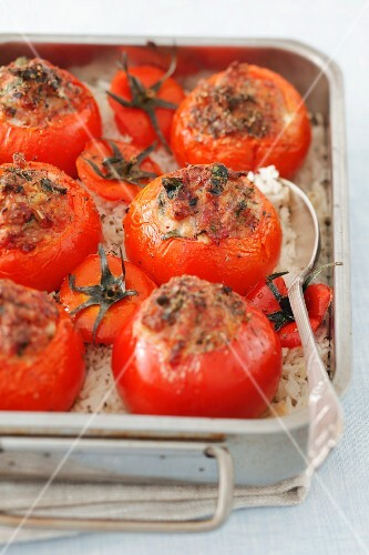 Baked tomatoes with sausage filling in a roasting tin