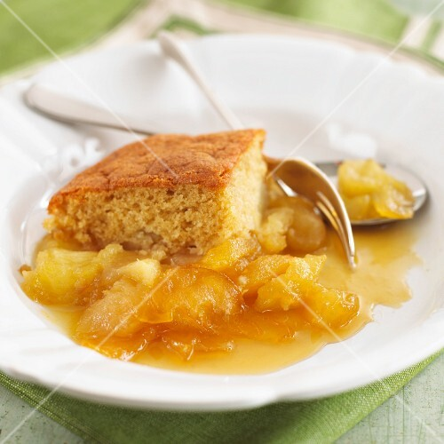 Toffee-apple pudding (England)