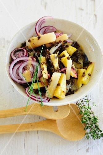 Black salsify and lentil salad with onions