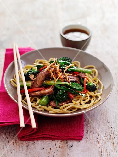 Teriyaki beef with noodles and broccoli (Asia)