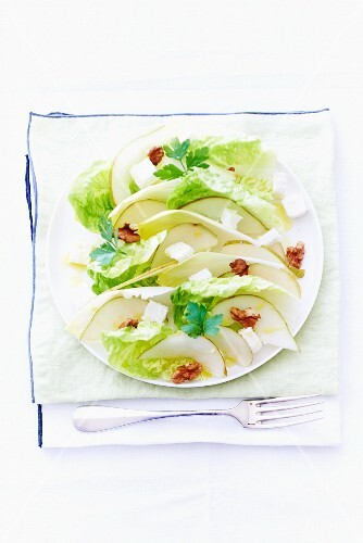 Endive salad with pears and feta