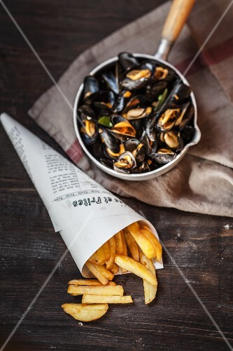 Steamed mussels and chips