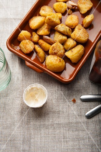 Oven-roasted potatoes with mayonnaise