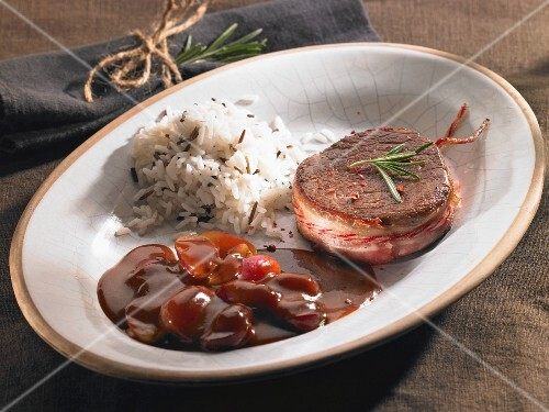 Beef medallion with bourguignon sauce and rice