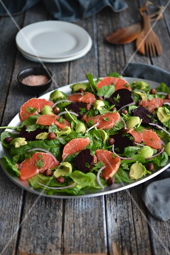 Beetroot salad with avocado, spinach and pink grapefruit