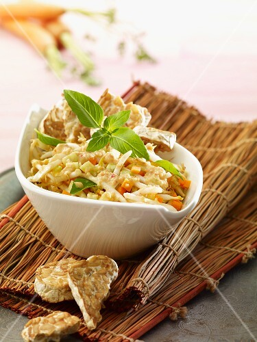 Vegetable salad with tempeh crackers (Thailand)