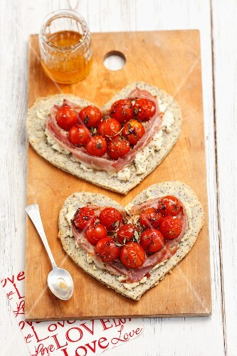 Heart-shaped poppyseed tarts with cherry tomatoes and prosciutto