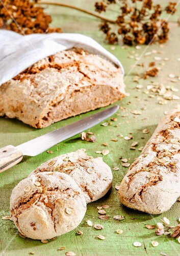 Wholemeal bread with acanthus seeds