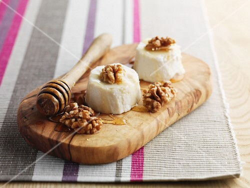Sheeps cheese with honey and walnuts