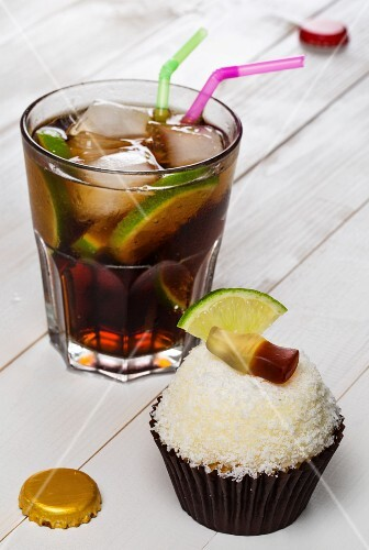 A Cuba Libre cupcake and the cocktail of the same name