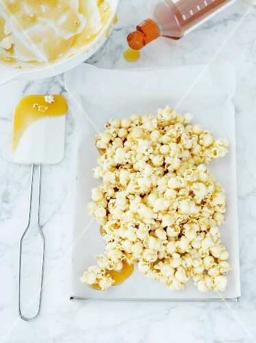Popcorn with syrup