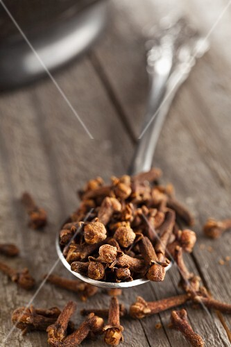 A spoonful of dried cloves