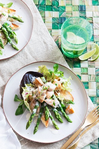 Green asparagus with salmon on toast