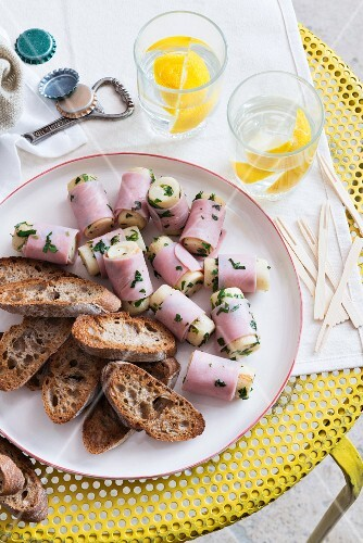 Hearts of palm wrapped in ham with bread and lemon water (Italy)