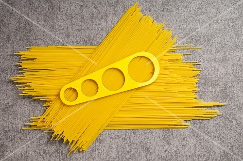 Spaghetti with a measuring tool