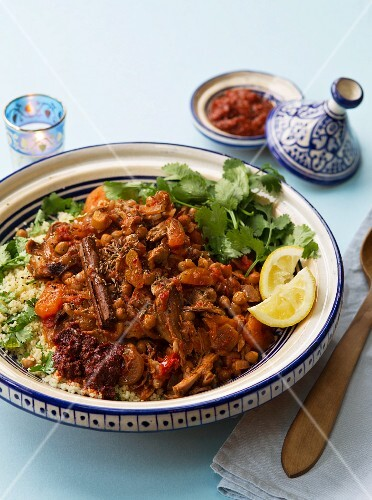 Lamb tahine with sultanas and chickpeas
