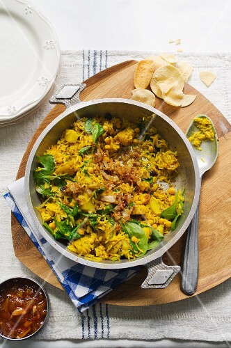 Curried rice with potatoes, spinach and chickpeas