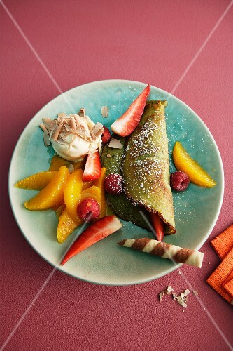 A pistachio pancake with fruit