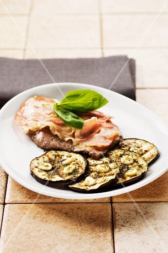 A minute steak with ham and grilled aubergines with garlic