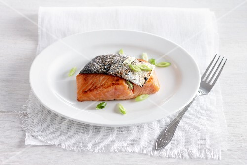 Fried salmon fillet with spring onions