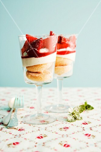 Creamy cheesecake with strawberries in glasses